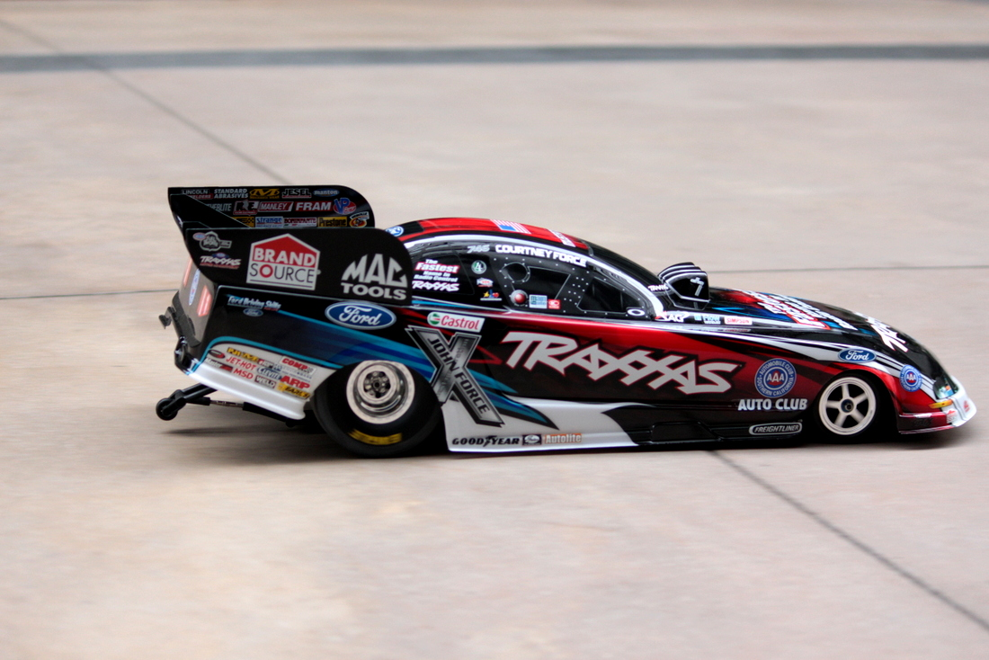 Traxxas NHRA Funny Car Courtney Force