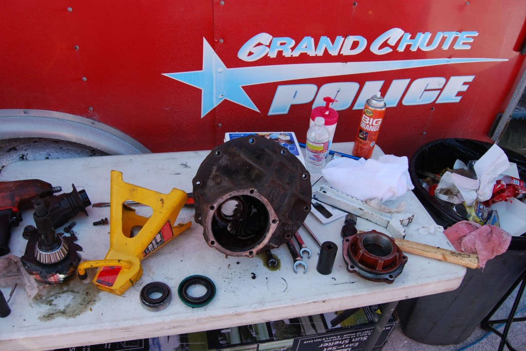 As in any racing situation, on-the-salt axle repairs are accomplished with a minimum of equipment and tools. What really counts towards a good repair is an abundance of talent and adaptability.