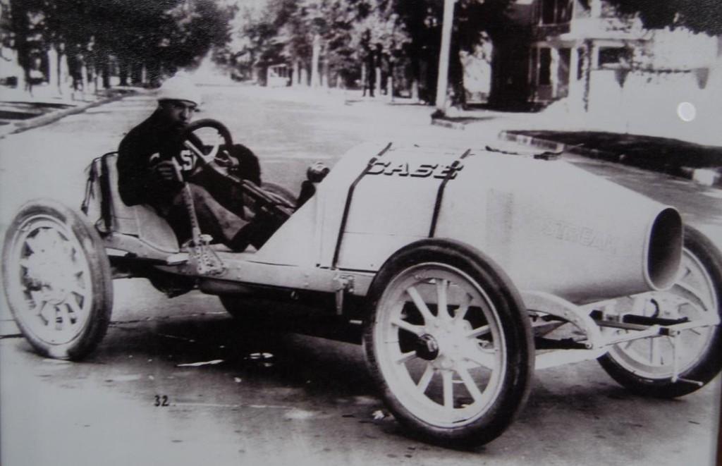 Case racing cars were huge machines.