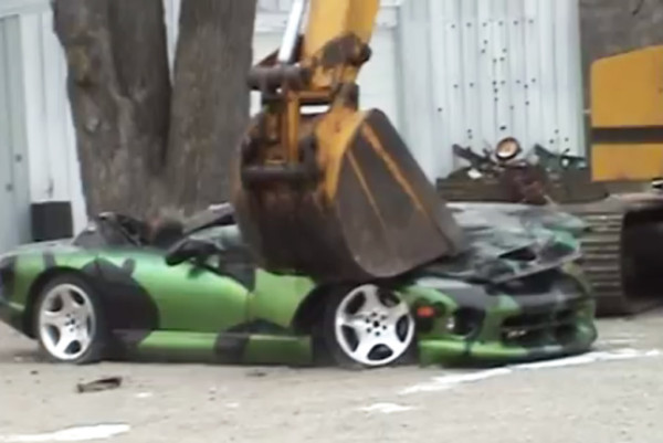 a-dodge-viper-donated-for-educational-purposes-being-crushed_100459439_l