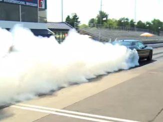 2015 Dodge Challenger SRT Hellcat Burnout