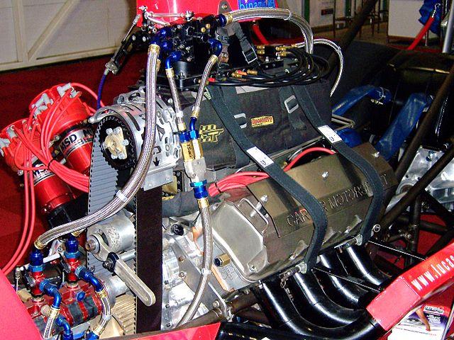 640px-Drag_Racer_Engine_-_Flickr_-_Alan_D