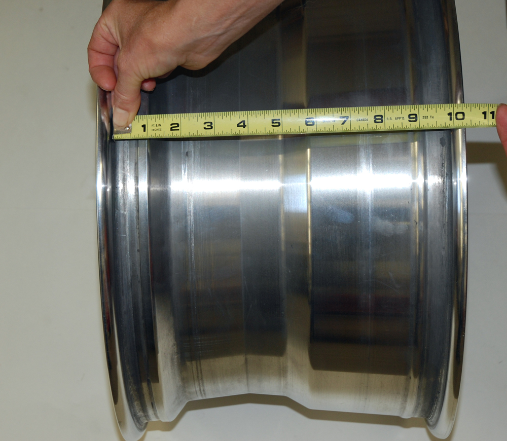 When you measure a wheel for width, always measure from bead seat to bead seat, as shown here. This (obviously) is a 10-inch wide wheel.