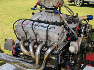 1280px-NASCAR_motor feat