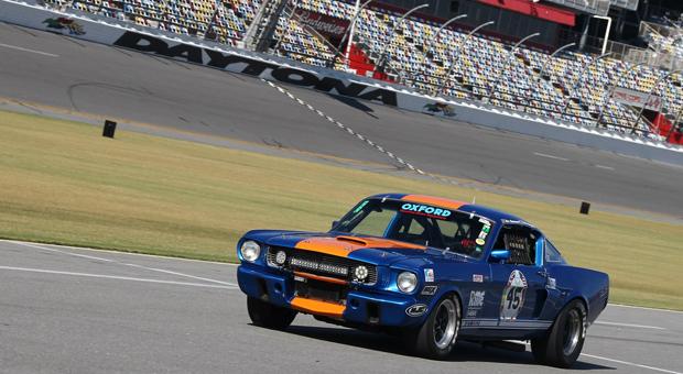 Historic Sportscar Racing 11-14 066 feature