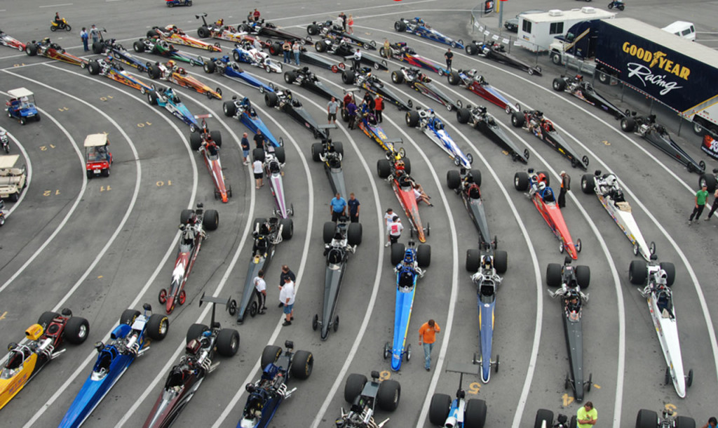 Dragsters staged prior to the start of the event. Image credit: http://www.dragracingonline.com