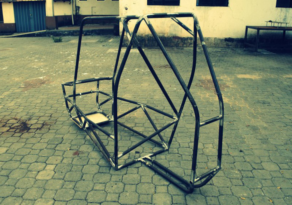 Roll_cage_by_Team_Manipal_Racing_for_SAE_BAJA_2013_Rochster