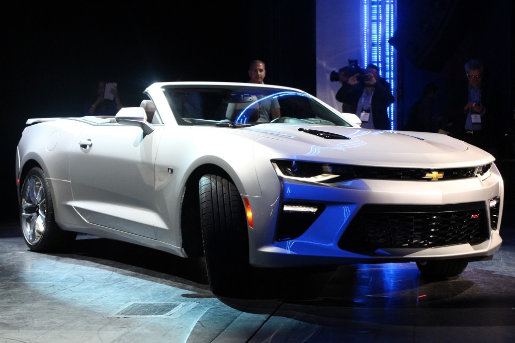 2016-chevrolet-camaro-convertible-launch-detroit-june-2015_100515655_h