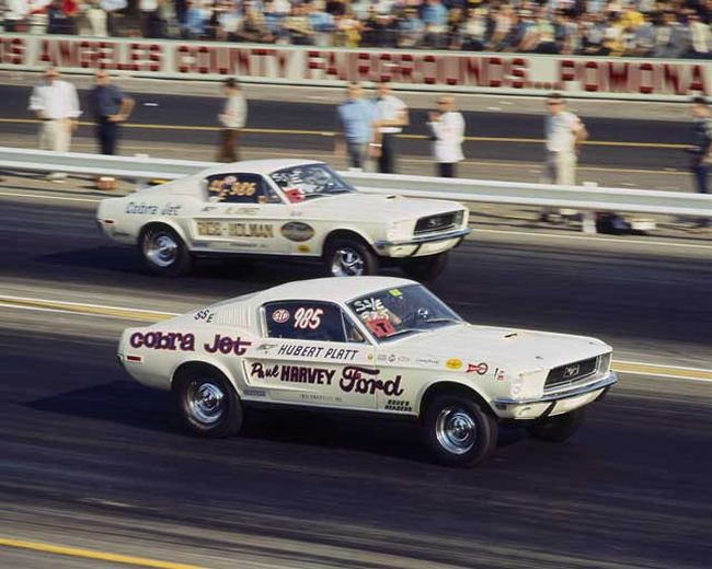 1968 Winternationals: Hubert Platt took an early lead in the Class finals at Pomona, but Joniec drove around him for the win and the class title.