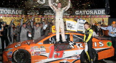 JGR Pit Crew Pushes Edwards to NASCAR Sprint Cup Southern 500 Win