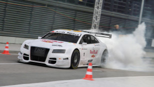 1600x824_1305_Pit_lane_burnout_3d_automotive_motorsport_audi_auto_car_gtr_picture_image_digital_art
