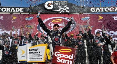 Kevin Harvick Beats Carl Edwards in Photo Finish