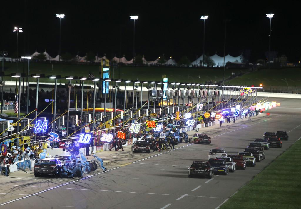 NASCAR Sprint Cup Series Go Bowling 400 at Kansas Speedway