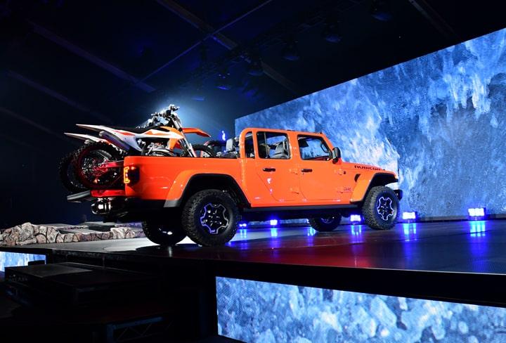Jeep Gladiator Pickup Debuts at LA Auto Show