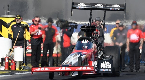 Kalitta Sets Records, Torrence Stays Away in NHRA Winternationals Opener
