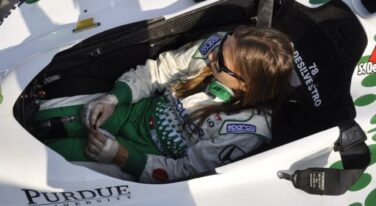 De Silvestro 2011 with bandaged hands
