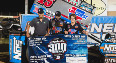 Schatz Salutes Father With 300th World of Outlaws Win