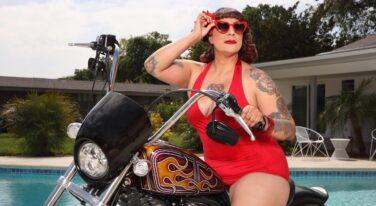 Mitzi's Pinup Corner: Brenda Divine