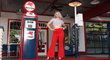 Mitzi's Pinup Corner: Ginny Rosewater Slide 4